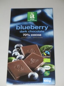 Coop änglamark - blueberry dark chocolate